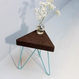 Tabouret/Table TRÊS -  liège foncé et piètement bleu  2